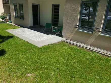 Stilvolle, moderne 2-Zimmer-Erdgeschosswohnung mit Terrasse und Einbauküche in Neu-Ulm