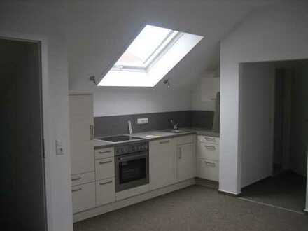 Neuwertige 2-Zimmer-Dachgeschosswohnung mit EBK in Lauingen (Donau)