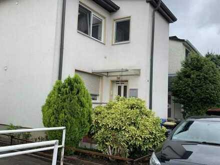 Schöne teilrenovierte/-modernisierte Wohnung 1.OG+DG im 2 Familienhaus in bester Lage in Kupferdreh