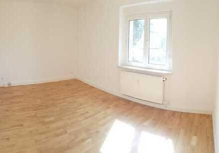 Sanierte 2-Raumwohnung mit guter Raumaufteilung im Grünen! + Parkett + Einbauküche