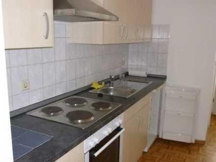 1-Raum-Wohnung mit Einbauküche im Erdgeschoß