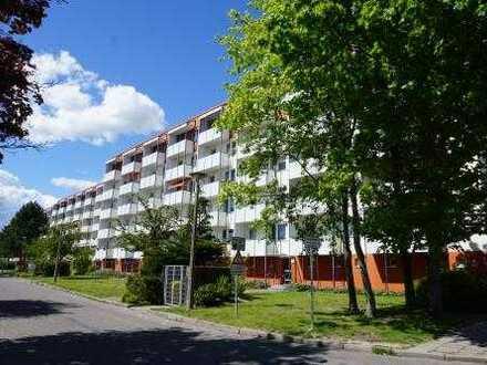 Gemütliche 2-Zimmer-Wohnung mit Balkon, Einbauküche und Stellplatz in Greifswald