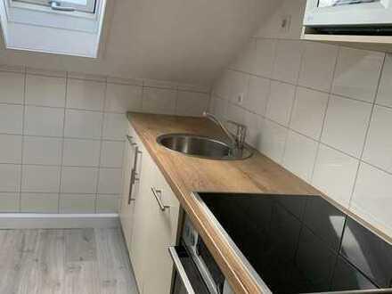 Komplett renovierte 45qm² DG-Wohnung mit neuer Einbauküche
