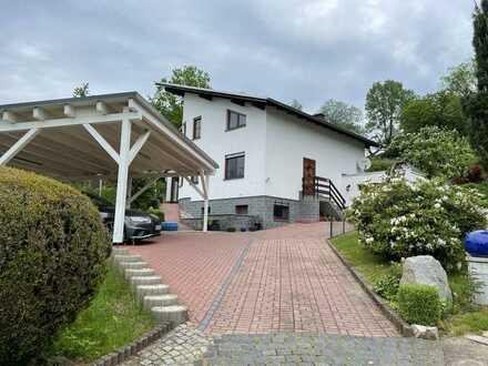 Einfamilienhaus mit sechs Zimmern, EBK, Garage, Garten und Carport in Lößnitz