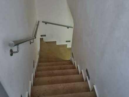 Neuwertige Wohnung mit fünf Zimmern