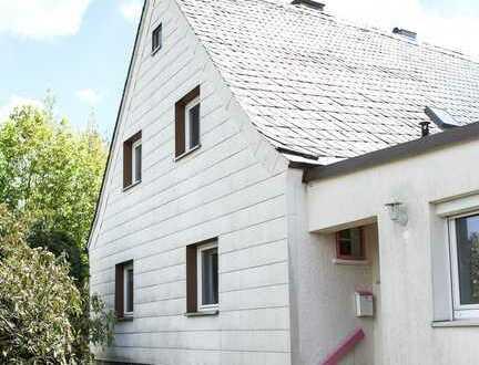 Gepflegte Doppelhaushälfte mit drei Zimmern und EBK in Schwarzenbach am Wald