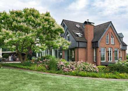 Immobilienrarität - Repräsentative Villa in wunderschöner Gartenanlage