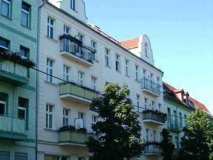 Schöne, geräumige und sehr helle zwei Zimmer Dachgeschosswohnung mit großer Terrasse
