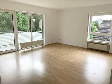 *seit 1992 IMMO-ZAHN* Sonnig, helle Etagen-Wohnung mit Balkon & Garage *