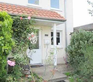 Begehrte Wohnlage in Arsten/Neubaugebiet… schmuckes Reihenendhaus mit idyll. Garten und Garage