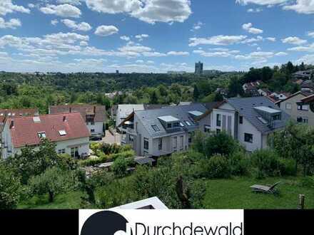 Freistehendes Einfamilienhaus mit ELW und Bauplatz in sonniger Aussichtslage
