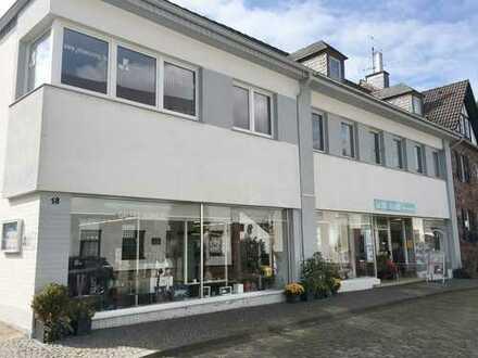 NIDEGGEN 1A-Lage: Wohn- u. Geschäftshaus mit großem Ladenlokal und drei Wohneinheiten!