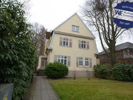 befristeter Mietvertrag: Charmante 2-Dachgeschosswohnung mit zusätzlich bewohnbaren Raum