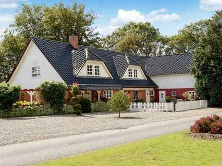Landhausidylle mit Pferdestall, 2 Hallen & ca. 4 Ha. Grundstück!