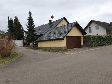 Großes Zweifamilienhaus mit Schwimmingpool , Garten , Doppelgarage und Einzelgarage in 7505 Kürnbach