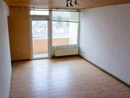Schöne 2,5-Zimmer-Wohnung mit Balkon und Einbauküche