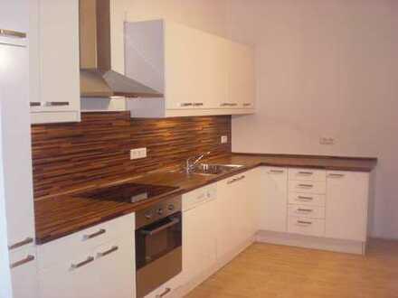 Neuwertige 2,5-Zimmer-Hochparterre-Wohnung mit sonniger Sitzecke im Hof und EBK in Frankfurt am Main