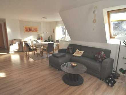 TOP! Helle und moderne 2,5 Zimmer Wohnung mit Aussicht !