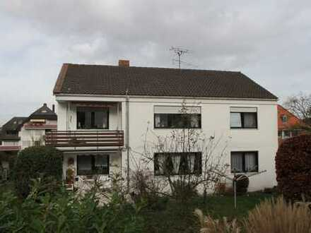Ruhige Wohnung in 2-Familienhaus - OG mit Garten
