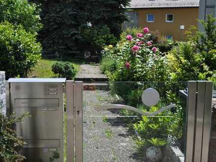 Sonnige Doppelhaushälfte mit ELW, Garten, 2 Garagen, ruhig, gepflegt