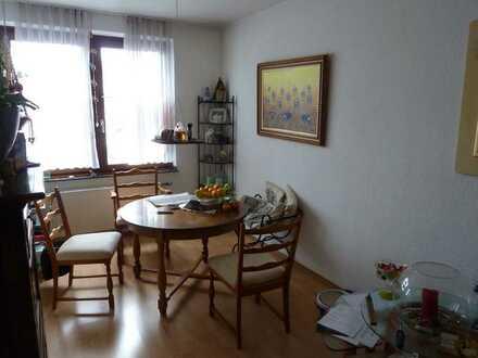 Gepflegte ruhige Wohnung für max. 3 Personen mit drei Zimmern und Einbauküche