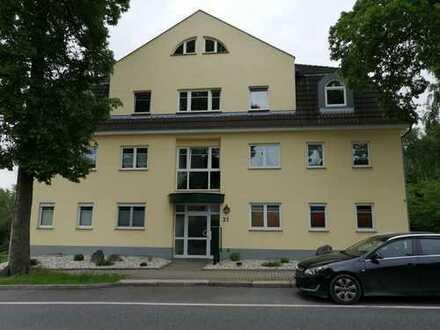 Gehobene 2-Zimmer-Wohnung mit EBK, Balkon und Carport in Chemnitz-Reichenbrand