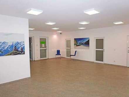 Helle Büro-/Praxisfläche, verkehrsgünstig und ruhig gelegen in Köln-Weiden