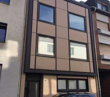 Großzügige und top geschnittene Single-Dachgeschosswohnung im Zentrum von Rheydt !Garage vorhanden !