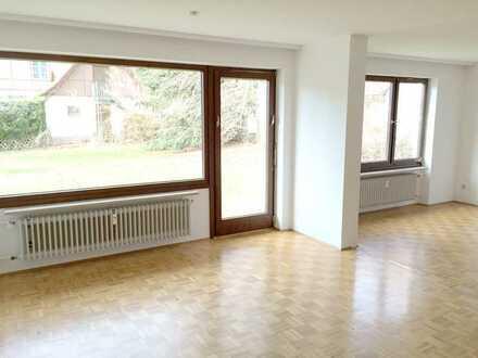 Schöne 3,5 Zimmerwohnung, mit Garten und Garage in Süd-Westlage, zentral zum Ort und Wald gelegen