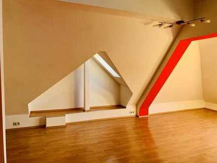 Individuelle 2-Zimmer Dachgeschoss Wohnung