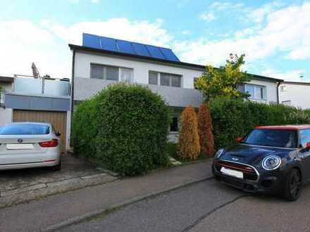 Freistehendes Zweifamilienhaus mit Garage und vielen Möglichkeiten
