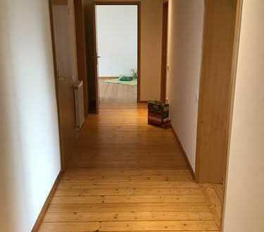 Preiswerte, gepflegte 4-Zimmer-Wohnung mit Balkon und Einbauküche in Tangerhütte