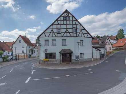 Wohnhaus mit Gastronomie im Dornröschenschlaf!
