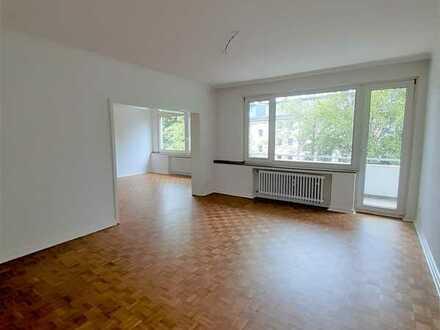 Erstbezug nach Sanierung! Großzügige 3-/4-Zimmerwohnung mit 2 Balkonen und Garage in Köln-Braunsfeld
