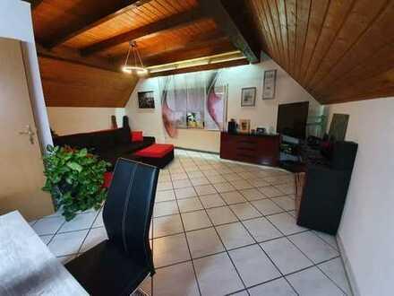 Neuwertige Dachgeschosswohnung mit 3 Zimmern, Küche (EBK), Bad in Meckesheim