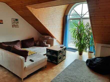 Helle, gepflegte 2-Zimmer-DG-Wohnung mit Süd-Balkon, EBK und TG in IN