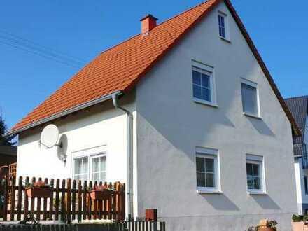 Klein, Fein und Mein! Entzückendes Haus mit tollem Garten.