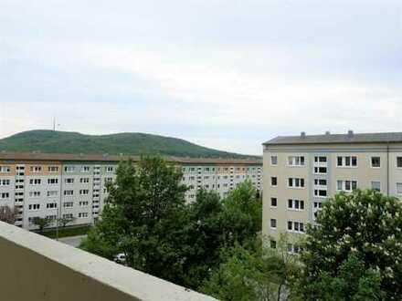 Erstbezug nach umfassender Renovierung, Helle 3-Raum-Wohnung, ca. 59 m², 4. OG, Balkon, EBK möglich