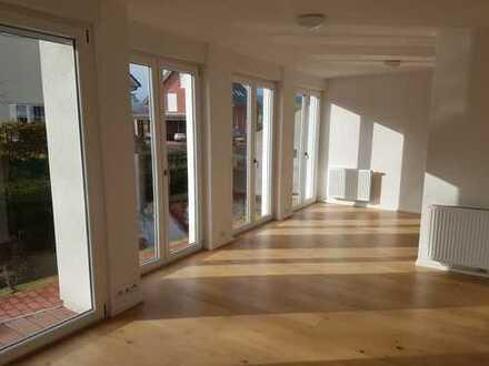 Stilvolle, neuwertige 2-Zimmer-Wohg mit Balkon und EBK in Gaggenau