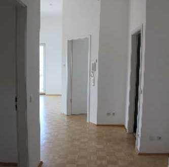 3-Z-Studio-Wohnung mit mit teilweise Raumhöhe ca. 3,70m und großer Terrasse