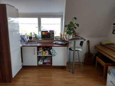 Helle1-Zimmer-Maisonette-Wohnung mit Einbauküche und Teilmöblierung in Bischberg