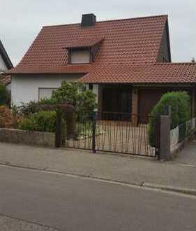 Ideales Einfamilienhaus f.d. kleine Familie -freistehend- große Terrasse, schöner Garten u. Garage