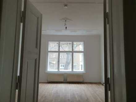 Helle und gut geschnittene 3 - Zimmer Altbauwohnung sucht neuen Mieter