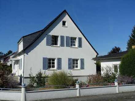 Bergen-Enkheim: Stilvolles Einfamilieneckhaus mit Doppelgarage auf Eckgrundstück