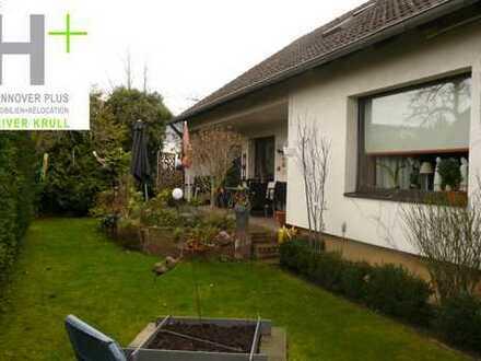 Familientauglich! Großes Einfamilienhaus mit Garten und Garage