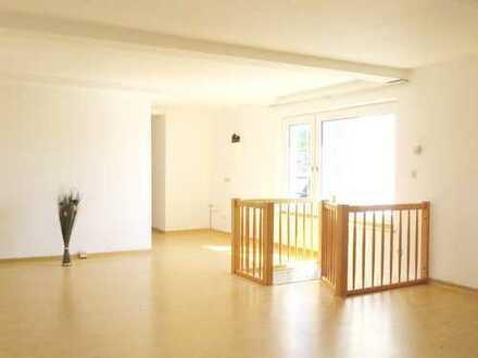 Sie lieben das Besondere? Helle Maisonette-Whg. (110 m²) + gr. Dachterrasse im historischen Gebäude
