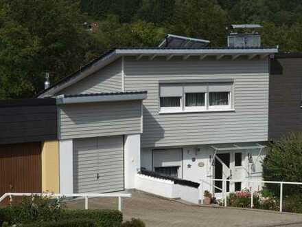 Schöne Doppelhaushälfte mit 5 Zimmern plus Hobbyraum in Spiegelberg