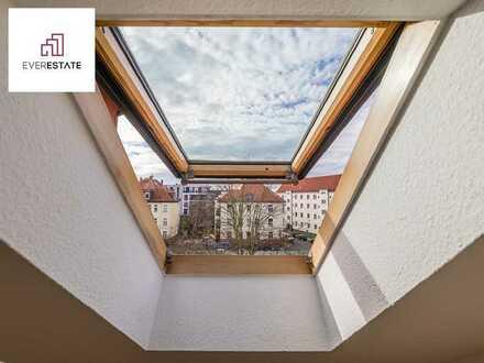 Provisionsfrei und frisch renoviert: 2-Zimmer-Altbauwohnung mit viel Tageslicht