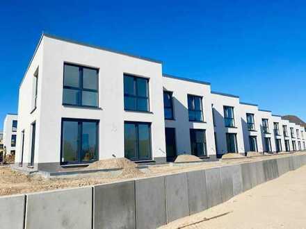 Neubau von 10 hochwertigen Reihenhäusern über zwei Etagen mit 4-Zimmern,Vollbad,Terrasse u. Stellpl.