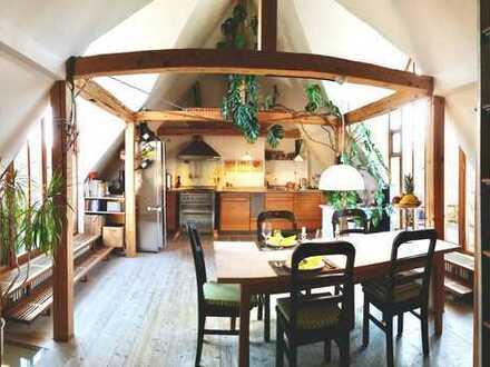 Charmante Dachgeschoss-Maisonette-Wohnung mit zwei grossen Balkonen in Giesing, teilmöbliert
